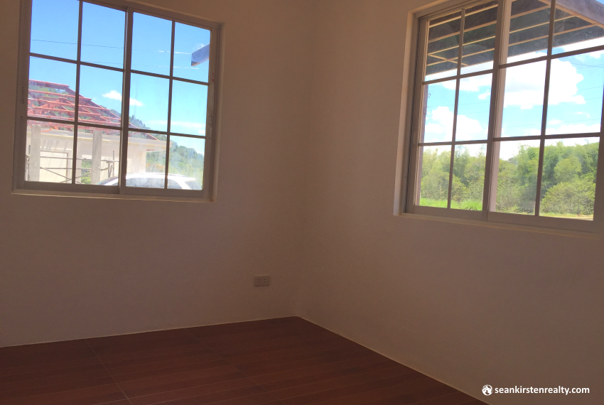 8room1-valencia-estates-seankirsten-realty