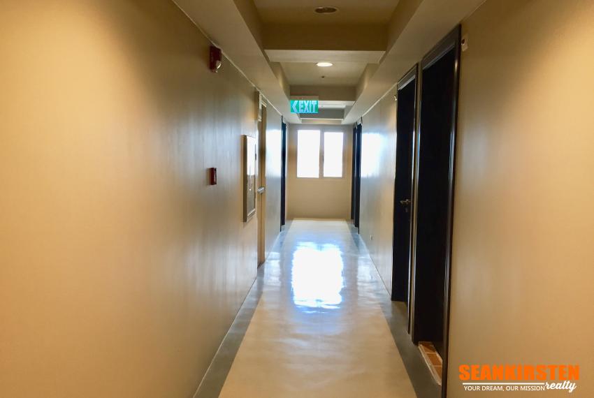 4-hallway-centrio-tower-seankirsten